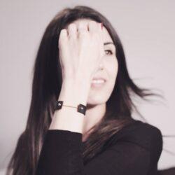 FROM THE ARCHIVEEin ca. 4 Jahre altes Foto, aber das Armband Intra Pure aus pflanzlich gegerbtem Leder trage ich immernoch fast täglich. Wünsche euch ein schönes Wochenende!Intra: #intrabracelet, #intrapureblackrosegold...
