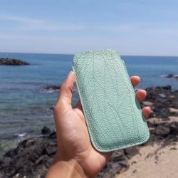 Flashback to my summer vacation! Phonecase by #SHAROKINA —— More pics: #cavapolygonfreshmint More phone cases: #cavacase —— SHOP: www.sharokina.com —— #phonecase #cava #polygon #mint #handmade #love #accessories #design #leather #iphone #phonesleeve #iphonecase #case #beach #france #style #leder #ha...