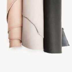 NEW ARRIVALS Nach langer Wartezeit heute endlich angekommen: Mein neues, rein pflanzlich gegerbtes Leder in Natur, Hellgrau und Schwarz. Ich bin total begeistert von der Qualität und den Farben und weiß schon genau, was ich daraus anfertigen werde. Welche Farbe gefällt euch am besten?...