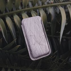 RELAXING IN NATURE The phone case Cava Polygon is made of high-quality leather from Italy. I finished the surface with a fine laser engraving. —— Die Handyhülle Cava Polygon besteht aus italienischem Qualitätsleder, das ich auf der Oberfläche mit einer feinen Lasergravur veredelt habe. —— More pics:...