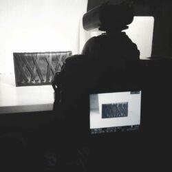 SHOOT SHOOT Von wegen entspannter Sonntag! Heute habe ich mein Atelier in ein Fotostudio verwandelt und den ganzen Tag fotografiert, damit der Shop bald wieder auf dem aktuellen Stand ist. —— More pics: #condameshsleekblackmedium More wallets: #condawallet —— SHOP: www.sharokina.com/shop FOLLOW: @sh...