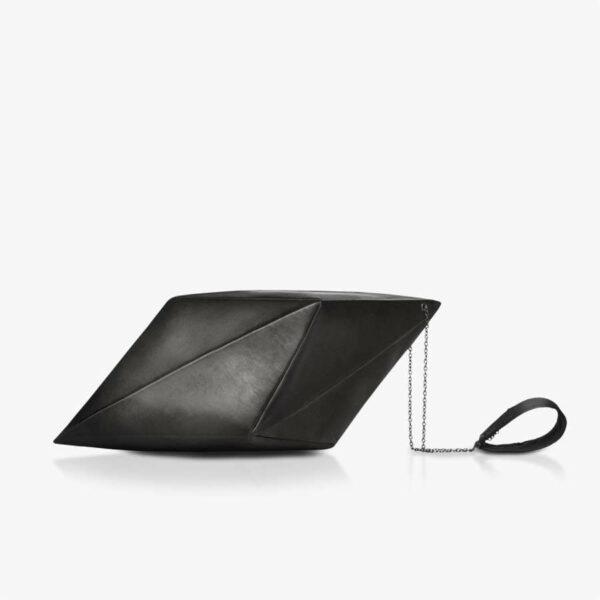 Schwarze Abendtasche aus Leder in Kristallform. SHAROKINA Calcite Wristlet Bag