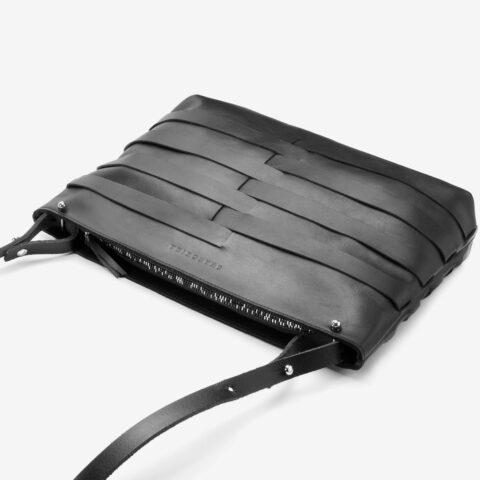 Tasche aus Leder in Schwarz, abnehmbarer Henkel, längenverstellbar, zweifarbiger Metall-Reißverschluss, extravagante Abendtasche. SHAROKINA Fina Mesh