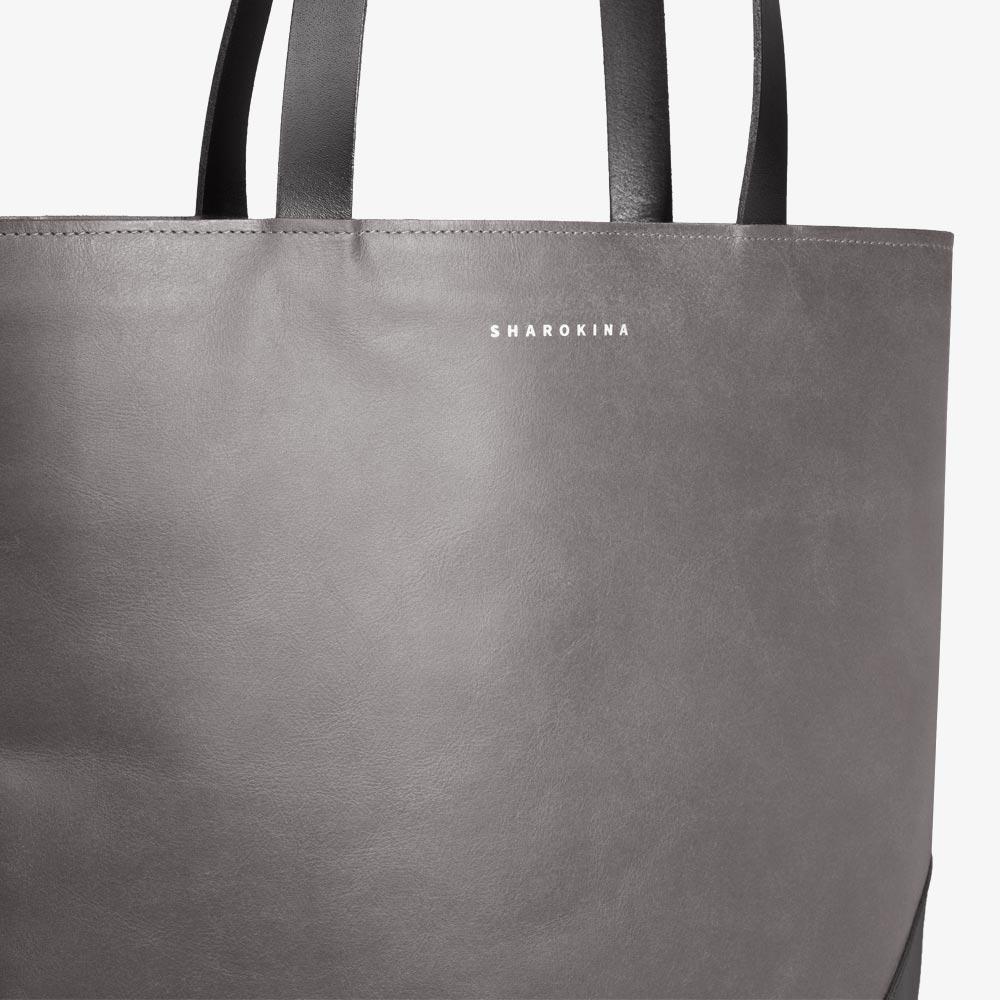 Tasche aus Leder in Grau und Schwarz, Tote mit Dreieckform. SHAROKINA Tria Pure