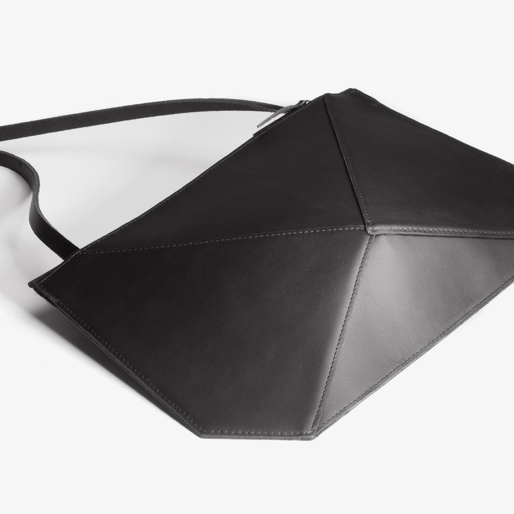 Abendtasche aus Leder in Schwarz, extravagante Kristallform, zweifarbiger Metall-Reißverschluss. SHAROKINA Verta Pure.