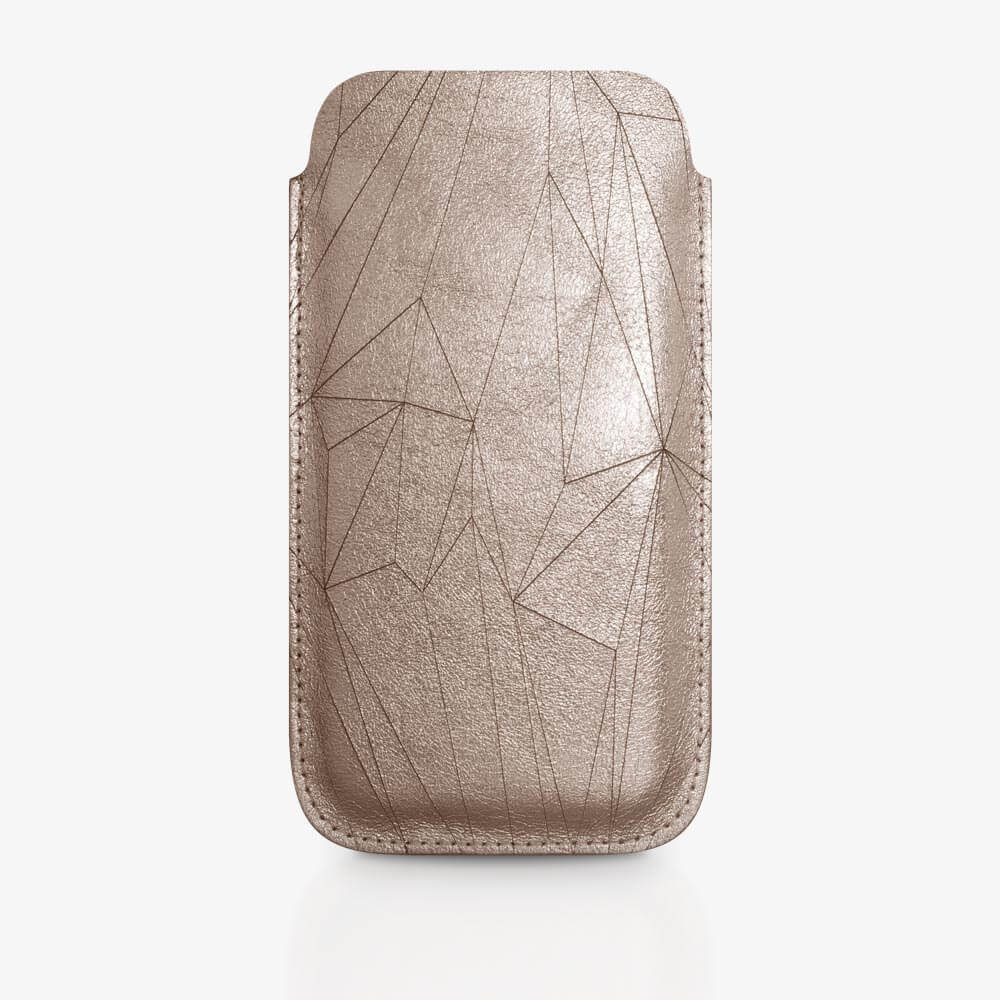 Handyhülle aus Leder in Bronze mit geometrischem Muster als Lasergravur. SHAROKINA Cava Polygon