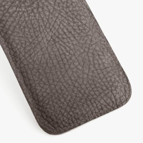 Handyhülle aus Leder in Grau, Nubukleder. SHAROKINA Cava Rhino