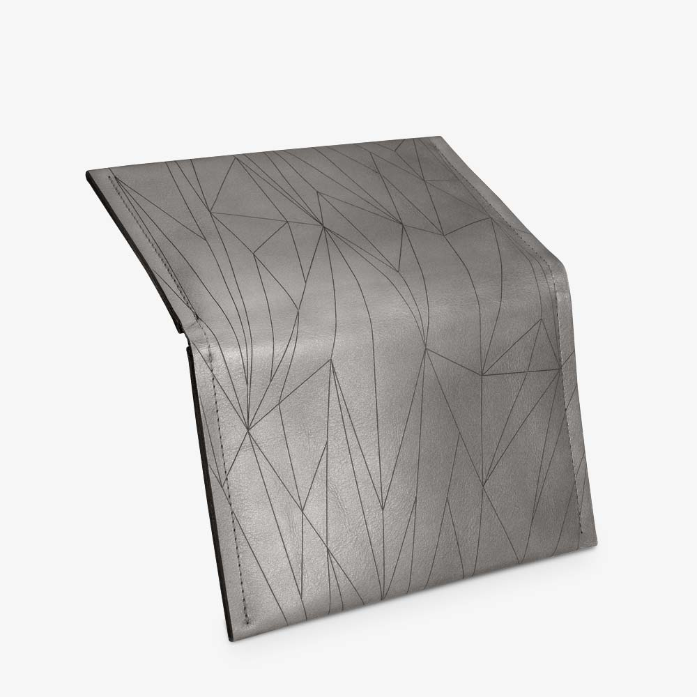Portemonnaie aus Leder in Grau für Damen, geometrisches Muster als Lasergravur. Geldbörse mit zweifarbigem Metall-Reißverschluss. SHAROKINA Conda Polygon