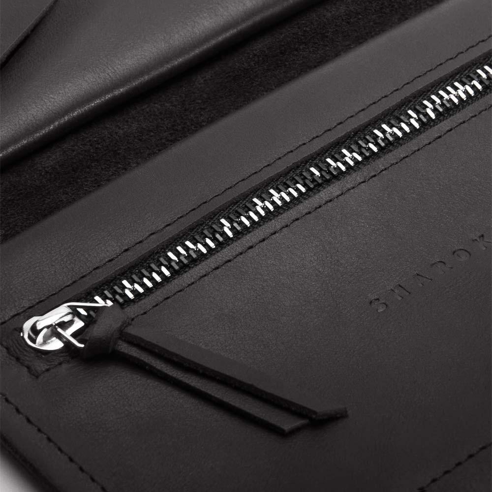 Portemonnaie aus Leder in Schwarz für Damen. Geldbörse mit zweifarbigem Metall-Reißverschluss und Lasercuts. SHAROKINA Conda Slice