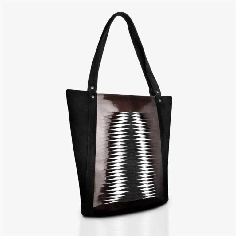 Handtasche aus Veloursleder und Lackleder in Schwarz & Dunkelrot mit Lamelleneffekt. SHAROKINA Hide and Seek Lacquered Tote